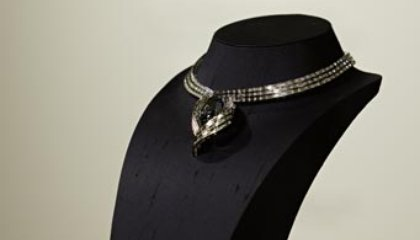See the Hope Diamond in its New Setting, Unveiled Today at Natural History