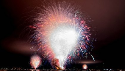 17 Minutes of Fireworks Go Off in 15 Seconds