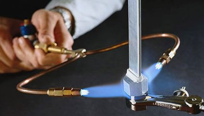 This Blowtorch Creates a Flame Using Water