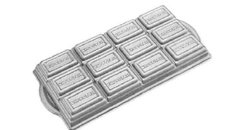 A photo of the brownie pan in the shape of a generic Hershey bar, sold by Williams Sonoma until a trademark infringement claim was made