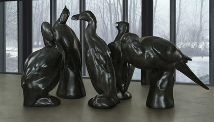 Bronze Sculptures of Five Extinct Birds Land in Smithsonian Gardens
