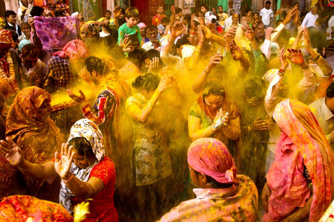 information about holi festival in hindi Holi - learn about holi, the religious spring festival celebrated by hindus with colour, water and the exchange of sweets.