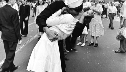 The Woman in the Iconic V-J Day Kiss Photo Died at 92, Here's Her Story