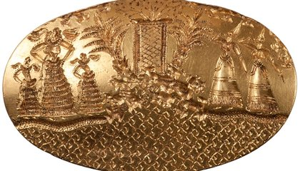 Gold Rings Found in Warrior's Tomb Connect Two Ancient Greek Cultures