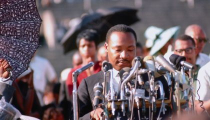 A Collection of Rare Color Photographs Depicts MLK Leading the Chicago Freedom Movement
