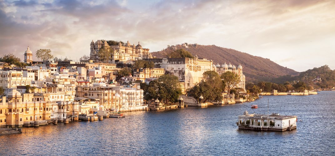 The City Palace overlooking Lake Pichola, Udaipur