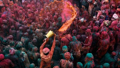 Holi 2015: Stunning Photos of Holi, the Festival of Colors