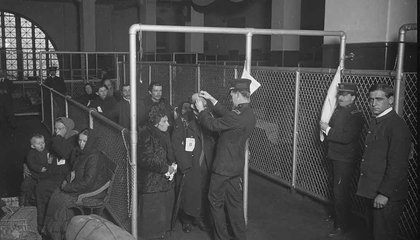Did Ellis Island Officials Really Change the Names of Immigrants?