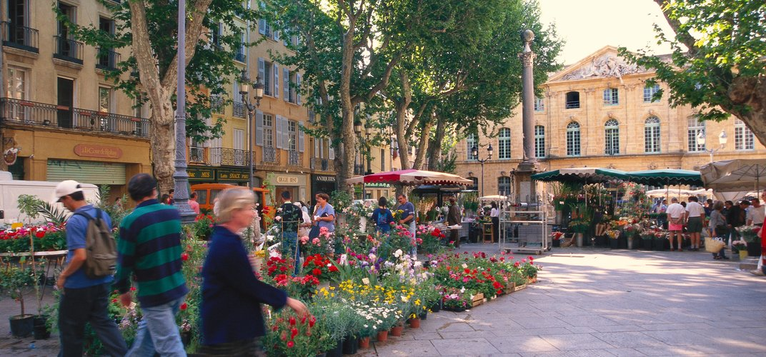 Typical flower market in Aix-en-Provence. Credit: Sundrenched Gardens/Alamy
