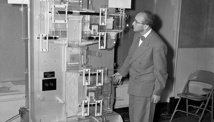 This Computer From 1949 Runs on Water