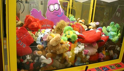 Here's How Claw Machines Are Rigged to Make Sure You Lose