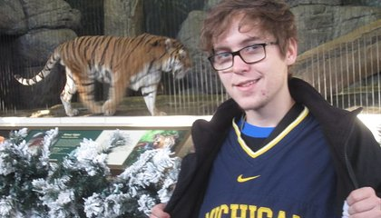 Guys: Trying to Attract a Mate by Posing With Captive Tigers Is Not Cool