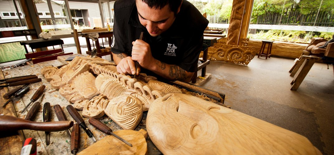 Maori artist working on traditional carving. Credit: Eric Lindberg/Tourism New Zealand