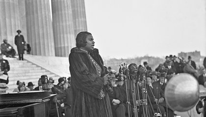 When Marian Anderson Sang at the Lincoln Memorial, Her Voice Stunned the Crowd, and Her Gold-Trimmed Jacket Dazzled