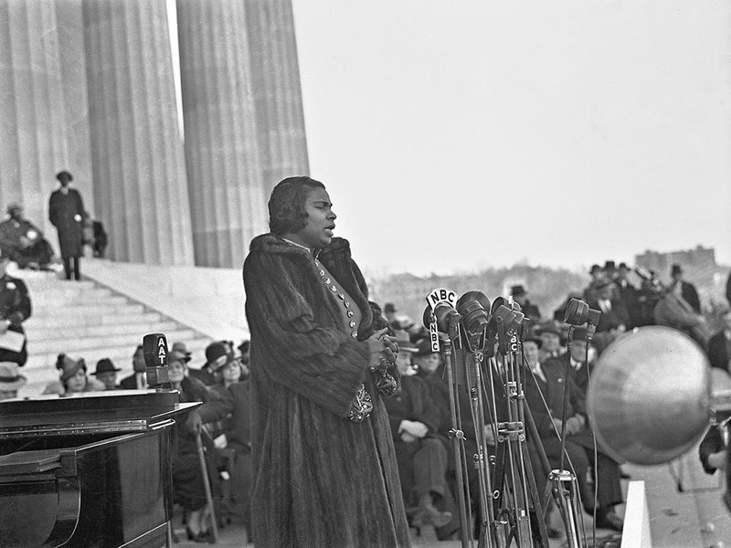 marian-anderson-scurlock-lincoln-memorial