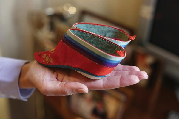 Galerry chinese foot binding
