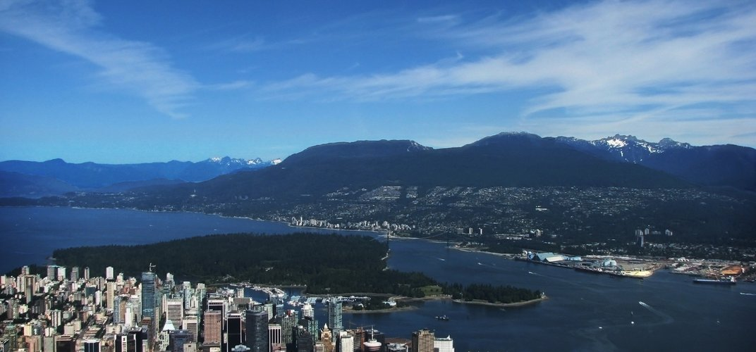 Panoramic view of Vancouver with the mountains