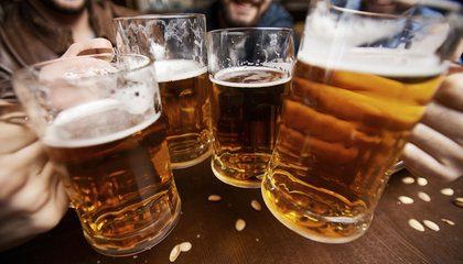 People Feel More Tipsy if Their Friends Are Already Drunk