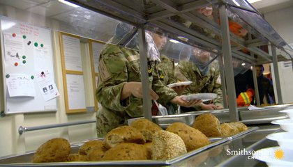 How a Ship's Crew Eats in the Middle of Combat