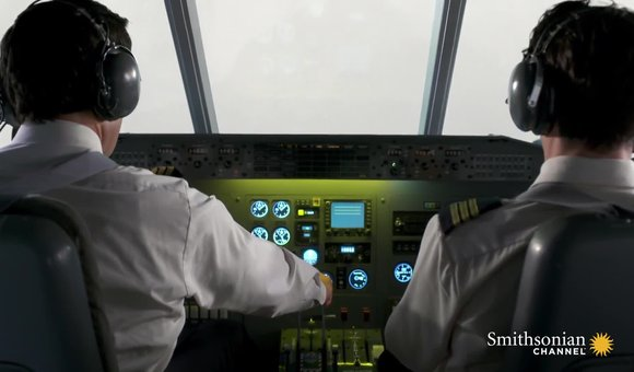 Preview thumbnail for video'Lost in fog, a plane crashes upside down