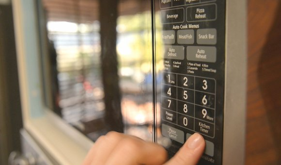 Preview thumbnail for video'Ask Smithsonian: How Do Microwave Ovens Work?